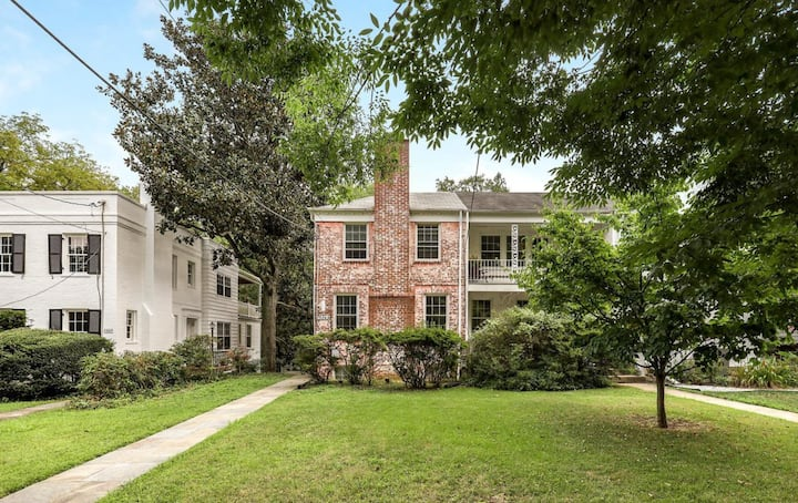 Bright, private Chevy Chase getaway