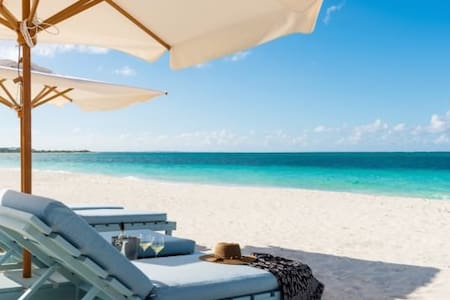 BEACHFRONT Villa - Private Pool, Walk to Dining - Caicos Islands - 別荘
