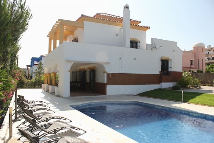 (PRY001) Modern Villa with Private Pool