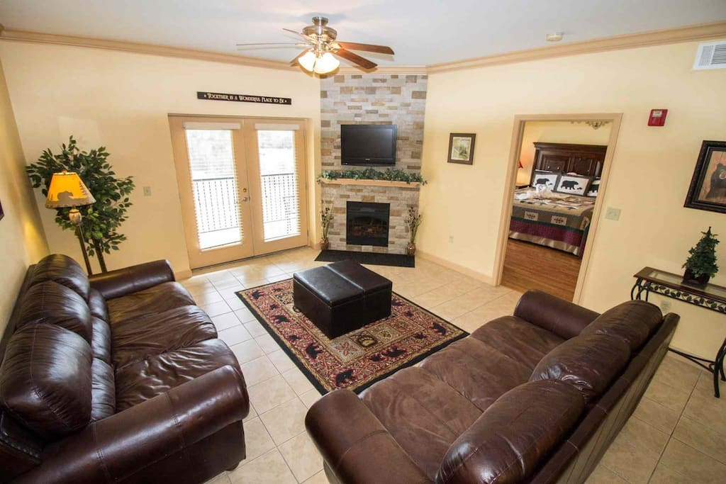 Welcome to Mountain View Condo #3604, a well-appointed condominium in the heart of Pigeon Forge!