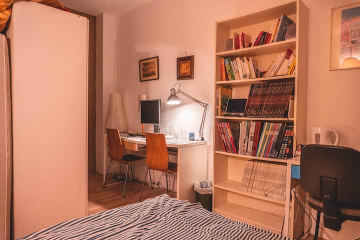 Petite chambre double. Petit budget.