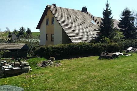 Cozy Apartment in Oelsnitz with Ore Mountains View