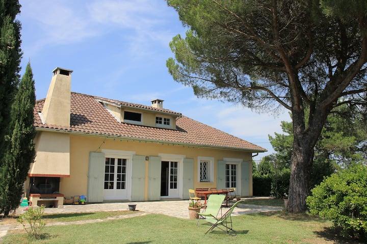 Belle villa de 250m² avec piscine, proche Toulouse