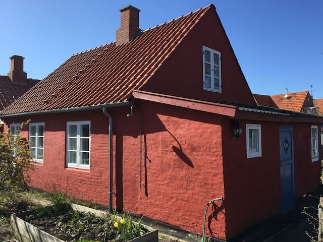 Hyggeligt hus tæt ved strand og by  - Rønne