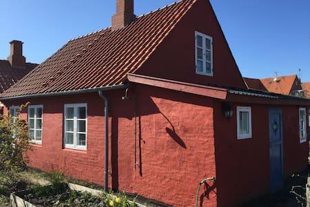 Hyggeligt hus tæt ved strand og by  - Rønne - Dom