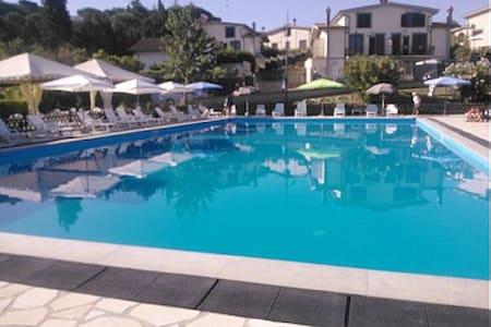 WONTERFULL VILLA NEAR ROMA POOL GARDEN FREE WIFI - Rignano Flaminio - Apartmen