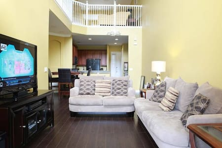 Relaxing Private room - 8 minutes from Airport - Orlando - Casa