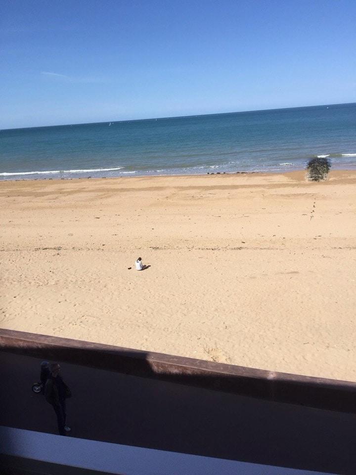T2 bord de plage avec grande loggia