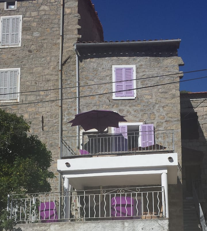 Nice stay for 2 in a Corsican place