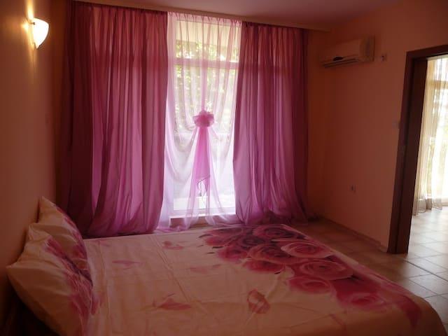 Уютная и полностью оборудованная квартира - Ravda - Apartment