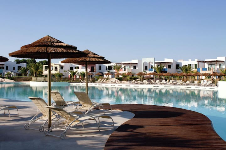 Comfortable apartment in luxury resort with open air swimming pool, 3.5 km from the sea