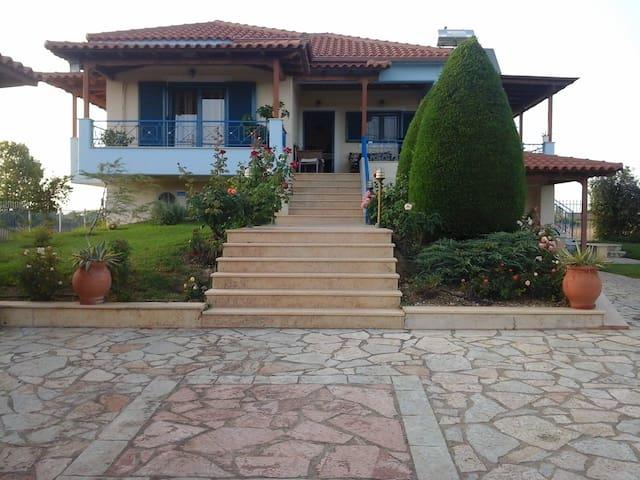 Labros Villa - Palouki - Gjestehus