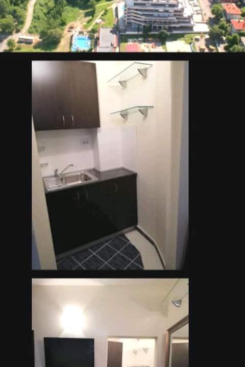 """Царево. Апартамент в отеле """"ВРИС"""" (студия, 2 этаж)"""