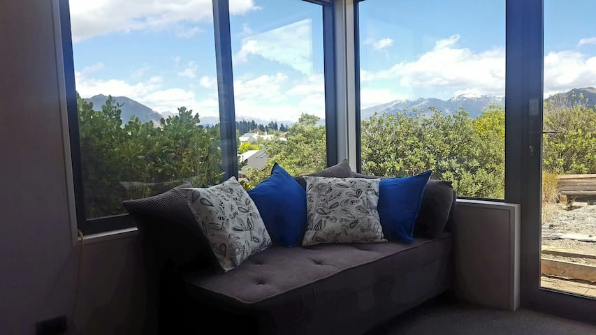 'Studio 15' - Mountain views and brand new! - Wanaka