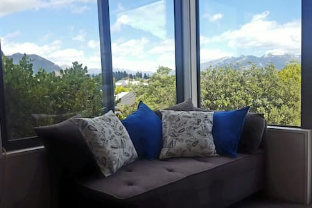 Mountain views and brand new! - Wanaka