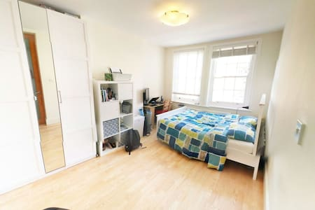Double bedroom with it's own shower - London