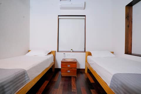 Twin bedroom at Jellyfish riverside guesthouse