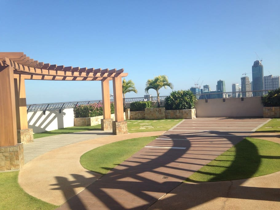 Open top garden area--overlooking Makati, The Fort and Pasig.