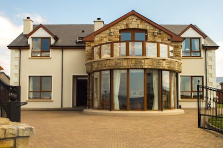 En-suite Double Room with Sea Views - Bundoran - Hus