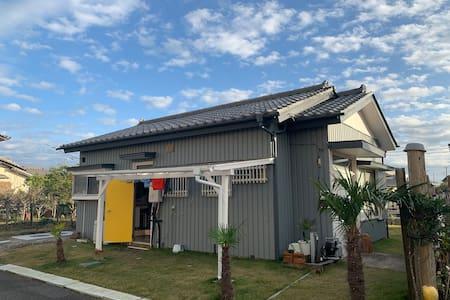 A Japanese Flat House Beside Sea