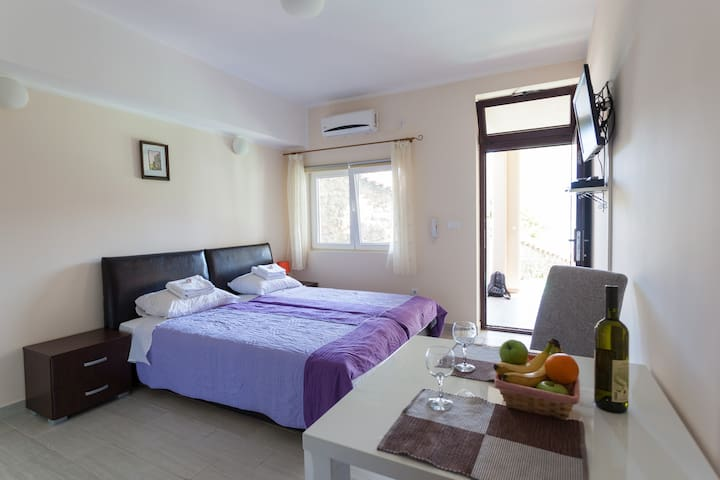Herceg Novi Seaside, Studio apartment - Herceg Novi - Departamento