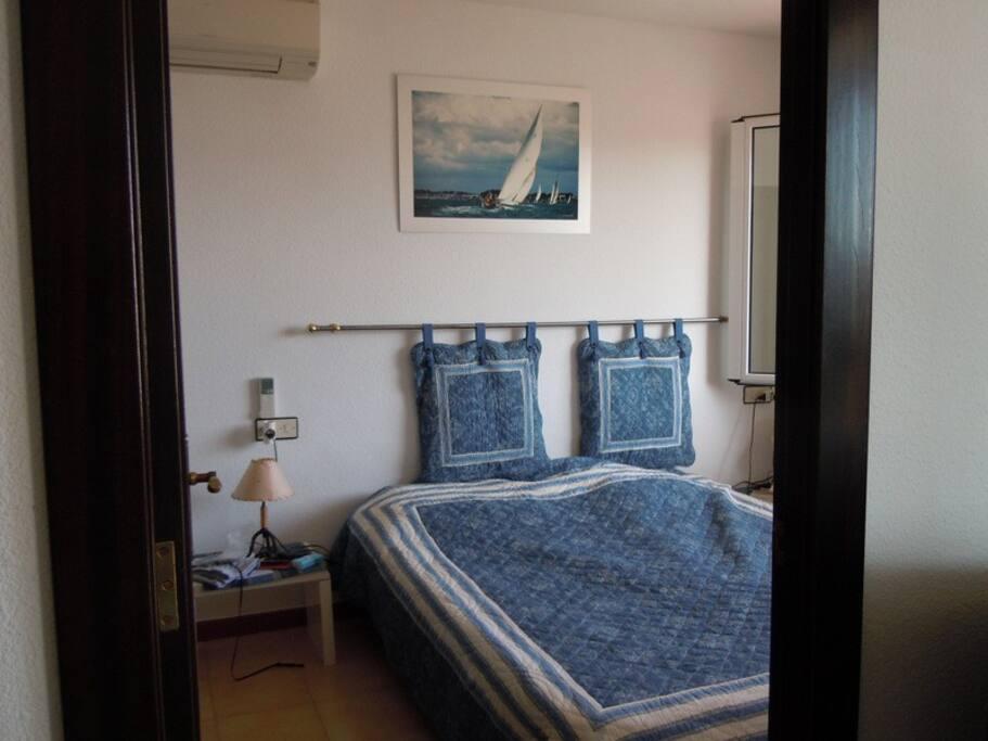 chambre avec lit articulé