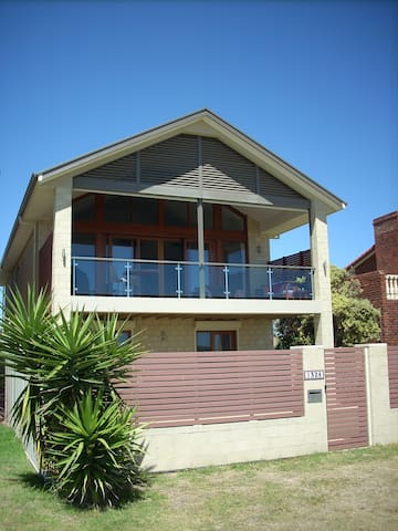 Ocean View Beach House - Luxurious - Port Noarlunga