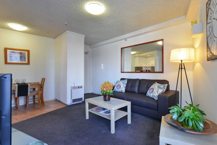 Great Location City Apartment Home w/Sky Pool