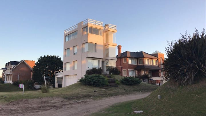 Casa familiar con increíble vista al mar