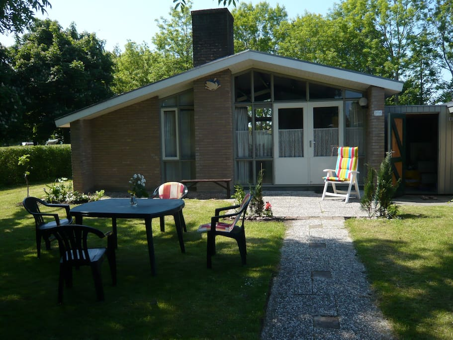 Bungalow with garden and pool near the ijsselmeer for Garden pool bungalow