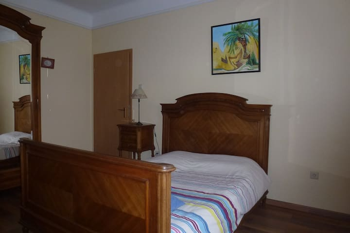 bedroom with private bathroom - Dudelange - Bed & Breakfast