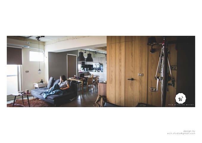 現代LOFT風格公寓的客廳沙發