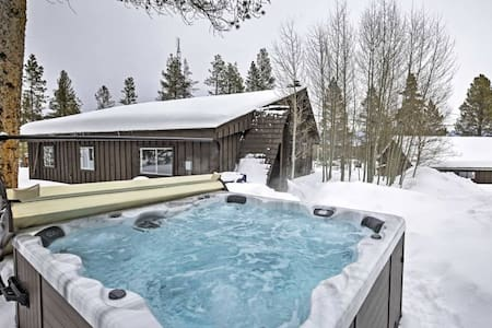 Fabulous Ski Cabin on 4 Acres with Private Hot Tub - Tabernash