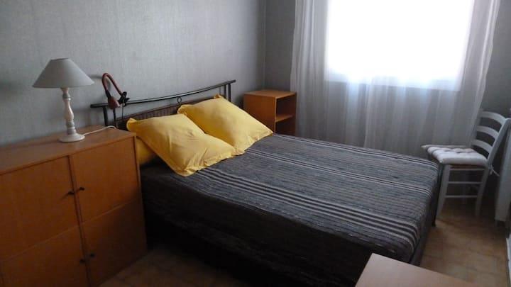 Chambre privée dans appartement en résidence (1)