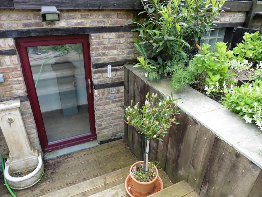 Petit studio sympa dans la nature appartements louer for Petite entree sympa