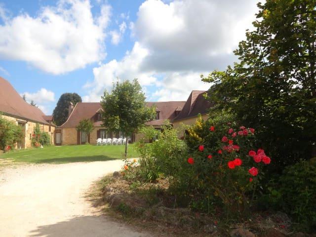 demeure avec piscine de 12 a 28 per - Rouffignac-Saint-Cernin-de-Reilhac - House