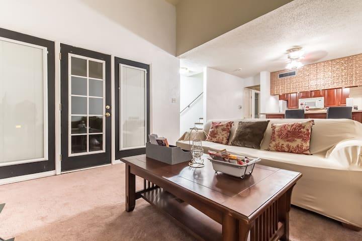 Contemporary design condo with private patio - Dallas - Apto. en complejo residencial