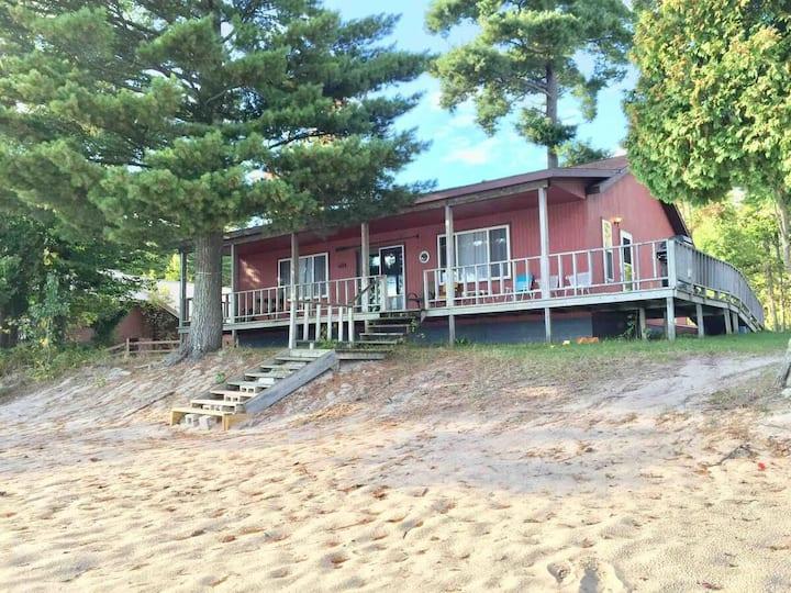 Spacious & Clean! Beachside on AuTrain Lk! Porch!