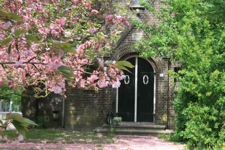 een kerkje aan het Damsterdiep - Garrelsweer