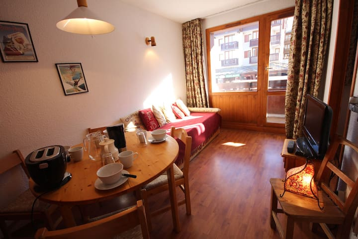 RP4.19R - 1 bedroom apartment for 4 people located in Val d'Isère, ski-in/ski-out, 500m away from town centre, free shuttle bus stop close to the residence