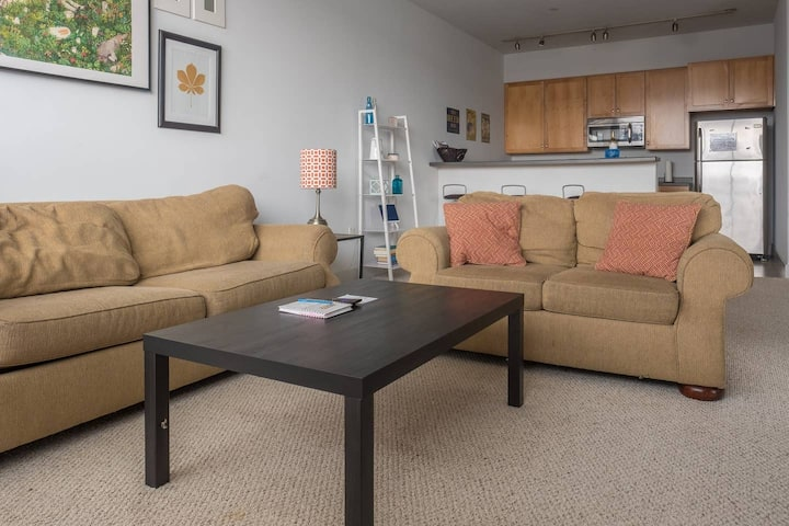 Spacious Townhome w Parking  and Walk to Dining