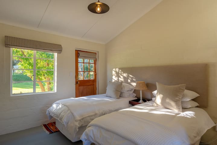 Honeyrock Cottages 2a King Protea