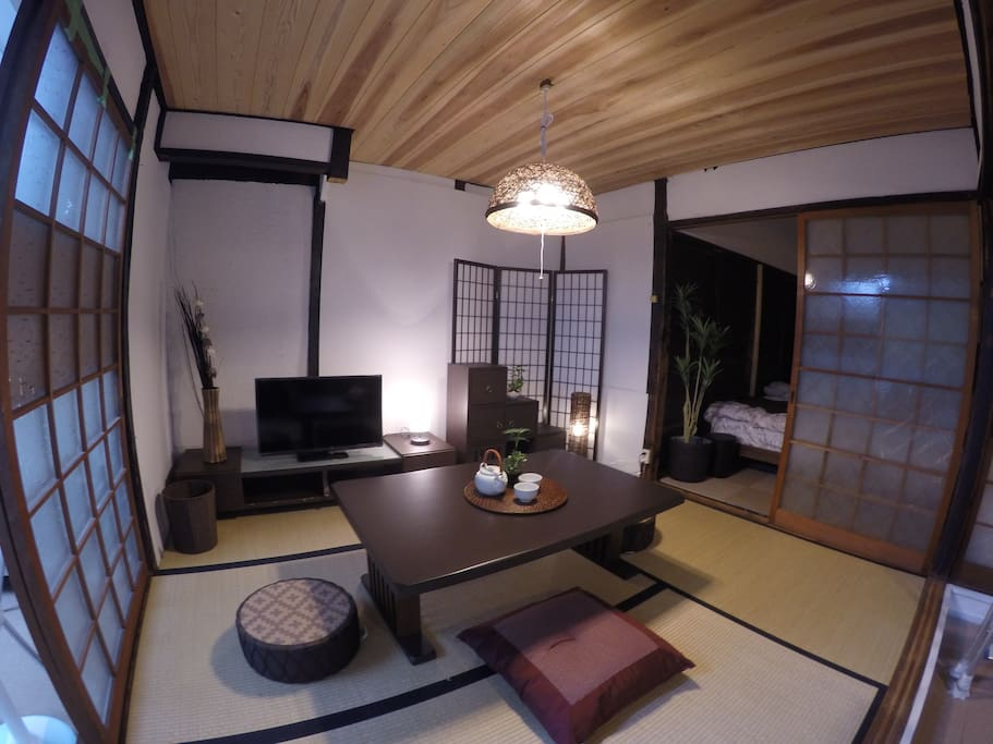 *Living room* Futon and put away the desk