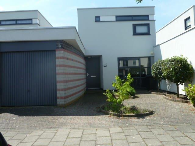 Gezellig en ruim huis voor U alleen - Bergen op Zoom - House