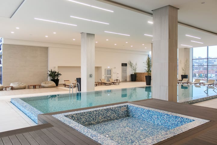 Saruna Waterfront Lux Apt - 2BDR★GARAGE★POOL★GYM