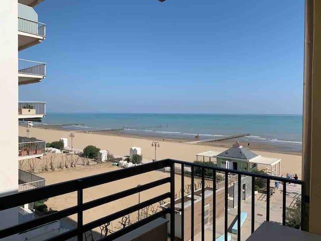 Appartamento Jesolo fronte mare con posto spiaggia