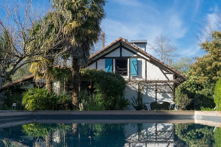 Maison Landaise avec piscine , proche de l'océan .