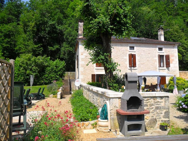 La Varenne Farmhouse Gîte and Heated Pool - Saint-Front-la-Rivière - Talo