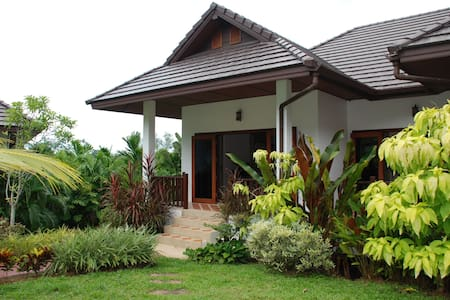 Villa Fon - 3 bed and communal pool - Chalong