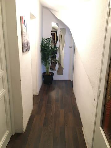 Habitación individual  en buhardilla - Madrid - Apartemen